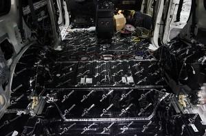 重庆渝大昌三菱帕杰罗汽车音响改装升级意大利史泰格+全车安博士隔音降噪