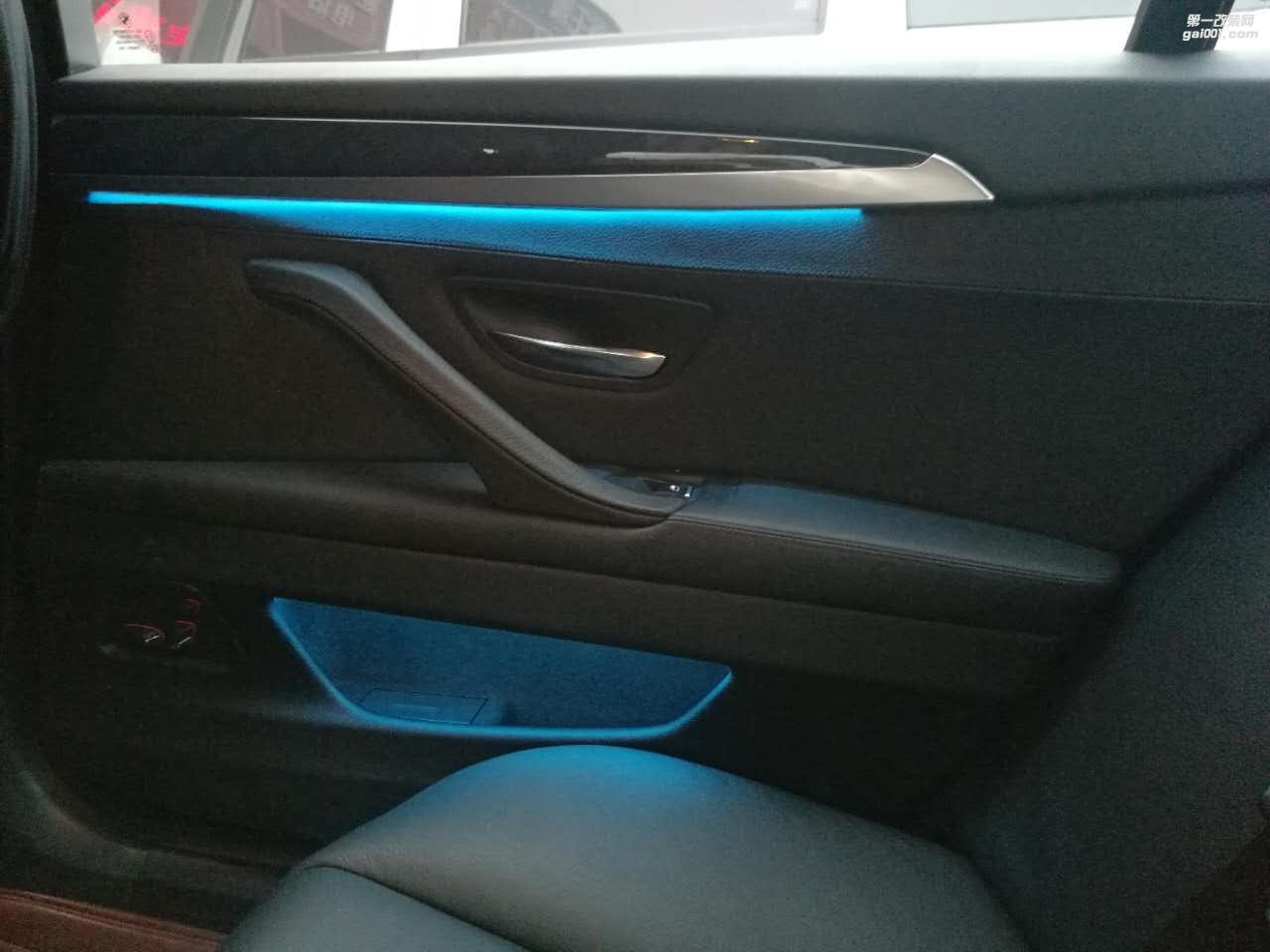 宝马五系520安装双色氛围灯 改装作业教程